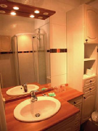 Hotel Port Helene : Une salle de bains