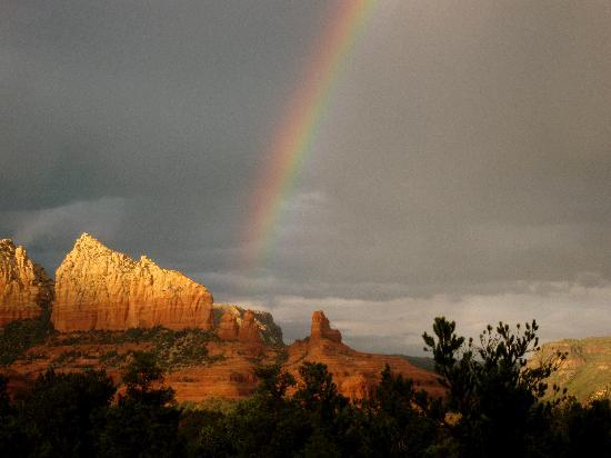 BEST WESTERN PLUS Inn of Sedona: View outside of our room after rainstorm