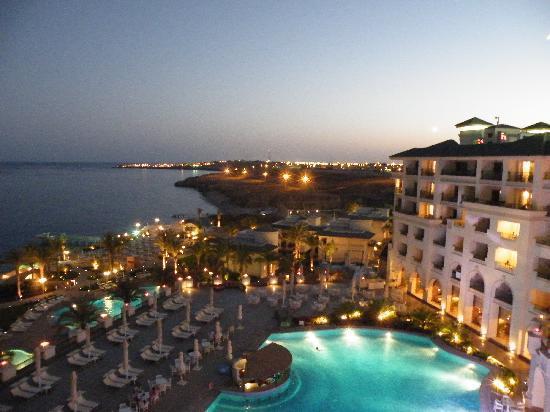 Stella Di Mare Beach Hotel & Spa: Dusk.