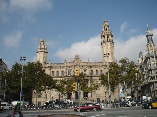 Barcelona edificio de correos fotograf a de barcelona for Oficina de correos barcelona