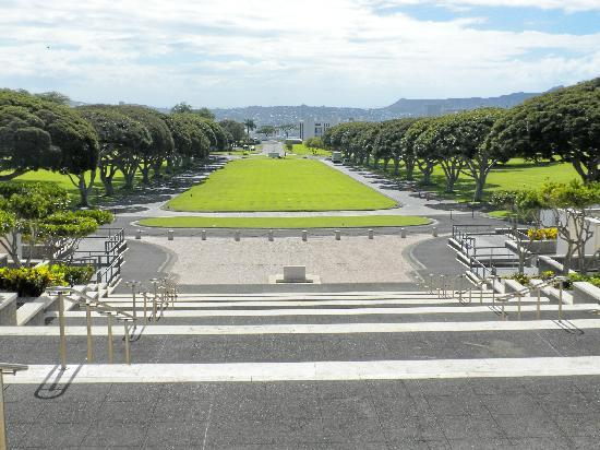 National Memorial Cemetery of the Pacific: The Avenue