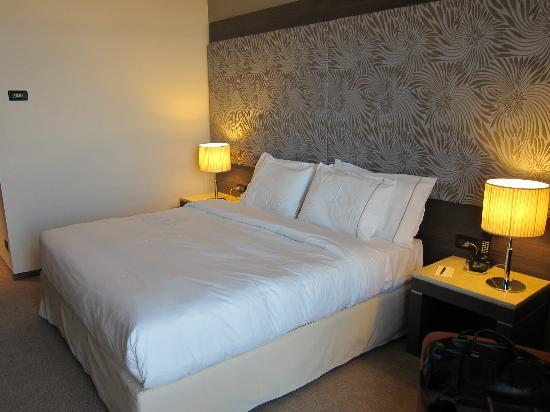 Sheraton Milan Malpensa Airport Hotel & Conference Centre: Standard Room - Bed