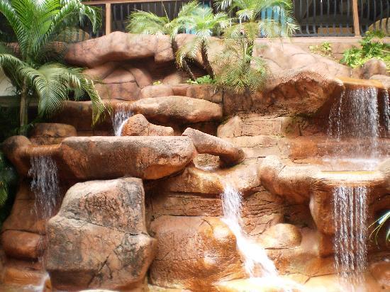 The Zuri White Sands Goa Resort & Casino: waterfalls cafe