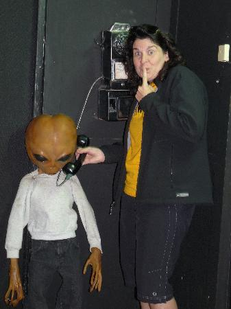 Alien Zone Area 51: Phoning home