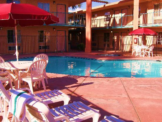 Howard Johnson Inn - Bakersfield : Pool