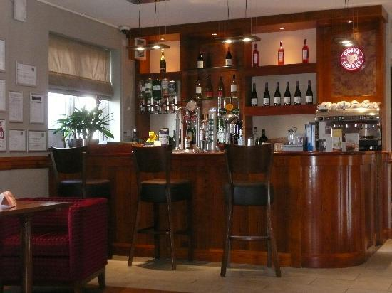 Premier Inn Birmingham Broad Street (Canal Side) Hotel: Quiet and relaxing bar area