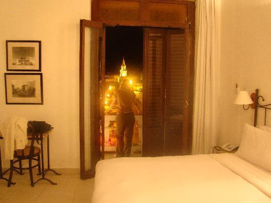 هوتل مونتيري: en la habitacion (frente del hotel)