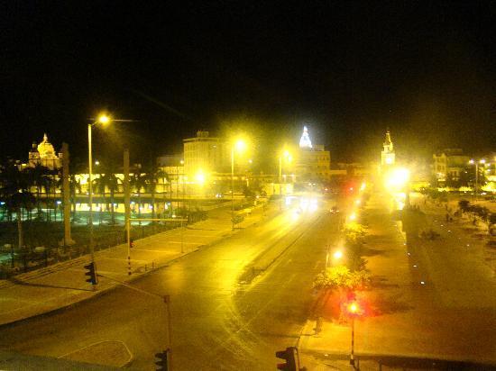 هوتل مونتيري: vista desde la habitacion (frente del hotel)
