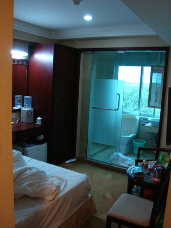 Yi'an Hotel: Unfortunately the only picture of the room was taken as we were rushing to leave.  It was a grea