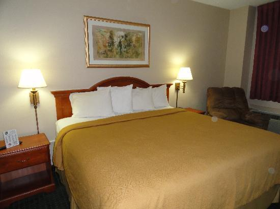 Dickinson, ND: King room with 42 inch LCD TV
