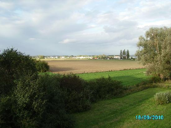 Novotel Metz Hauconcourt : View from room towards dual carriageway
