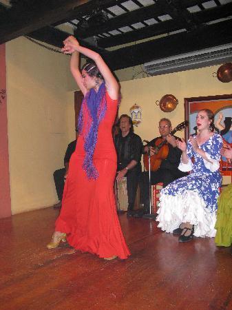 Barrachina Restaurant: Great Entertainment