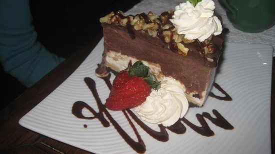 Highlands, NC: Mississippi Mud Pie with fresh whipped cream and strawberry. Super on a rainy, foggy fall evenin