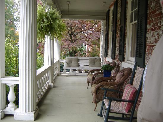 The Kenmore Inn: Front Porch at Kenmore Inn