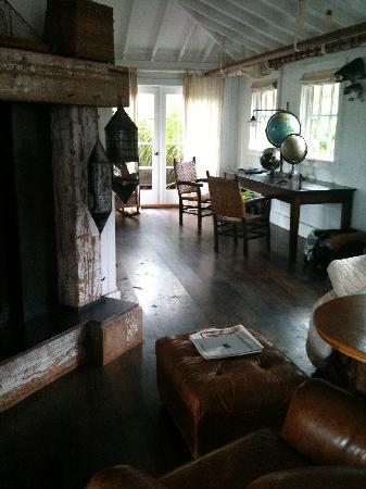 Manka's Inverness Lodge: inside area