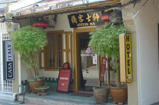 Heeren Inn: Entrance on Jalan Tun Tan Cheng Lock