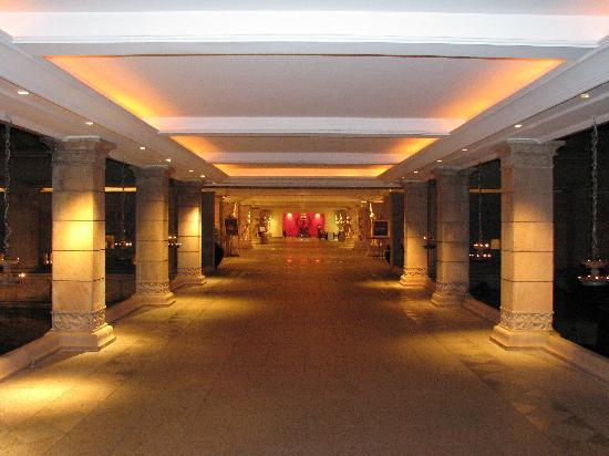 The Leela Goa : the entrance