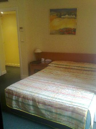 very large bed - Picture of B4 Lyon, Lyon - TripAdvisor