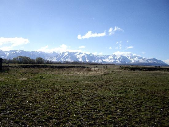 Twizel, New Zealand: Our afternoon view from the cabin