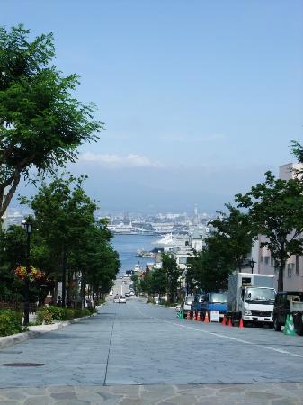 Motomachi: 坂です。