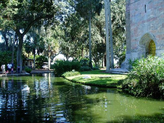 Bok Tower Gardens: Feed the Coi Carp