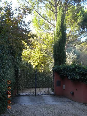 Villa Nuba Charming Apartments: ingresso alla villa