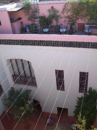 Riad Soumia: Patio y terraza para el desayuno