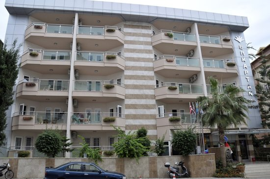 Erkaptan Apart Hotel: Erkaptan from the street