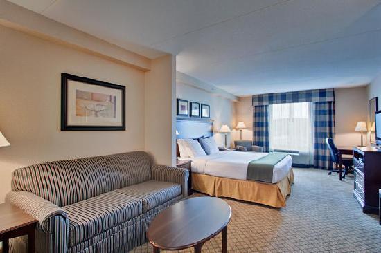 Holiday Inn Express Hotel & Suites Huntsville: Holiday Inn Express and Suites Huntsville Ontario Canada King Suite