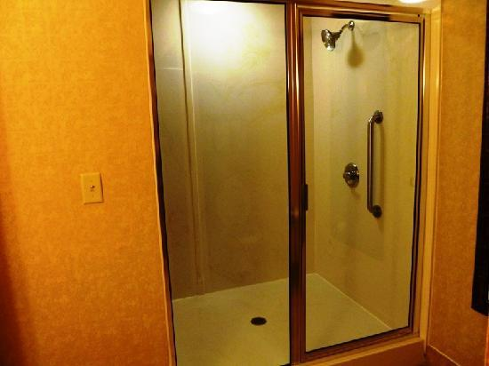 Holiday Inn Express Broken Arrow : Huge bathroom with walk-in shower