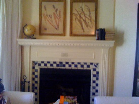 Farmhouse Inn: Fireplace--Room 1
