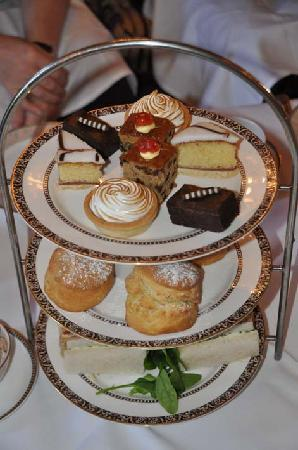 Down Hall Country House Hotel: Cream tea