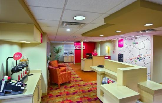 TownePlace Suites Knoxville Cedar Bluff : Lobby