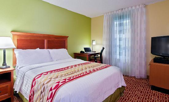 TownePlace Suites Knoxville Cedar Bluff : Suite Sleeping Area