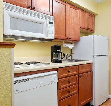 TownePlace Suites Knoxville Cedar Bluff : Suite Kitchen