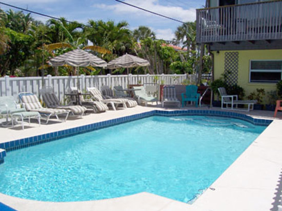 Anna Maria Pirates Den: Our pool and sundeck