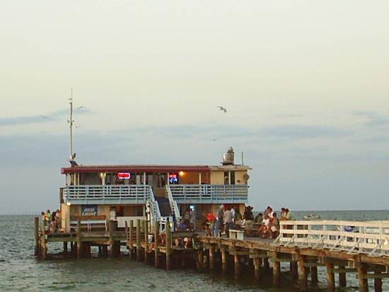 Anna Maria Pirates Den: The Rod & Reel Pier