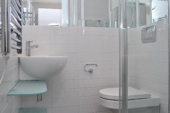 Go Native Camden : Bathroom