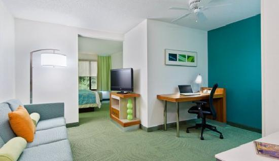 SpringHill Suites Asheville: King Suite Living Area