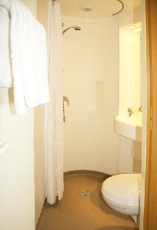 Hotel Victoria: salle de bain / bathroom