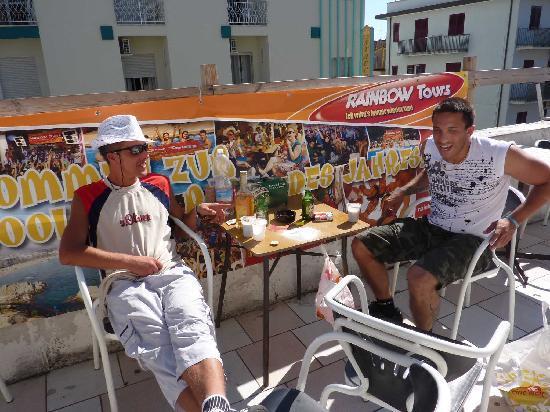 Hotel Bagnoli: Bagnoli Rimini All You Can Drink Terasse