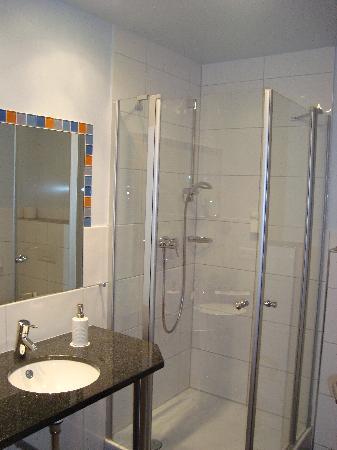 Das smarte Hotel garni: Badezimmer