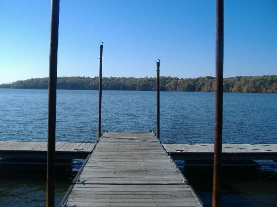 Hueston Woods Lodge and Conference Center: A dock on Lake Acton