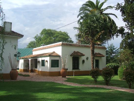 Estancia La Candelaria: Exterior de Habitaciones Coloniales