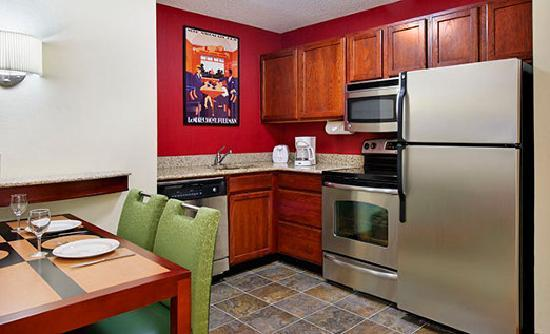 Residence Inn Knoxville Cedar Bluff: Suite Kitchen