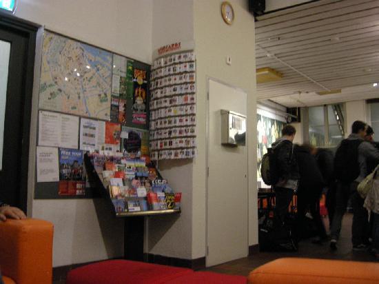 Stayokay Hostel Amsterdam Stadsdoelen: Recepción