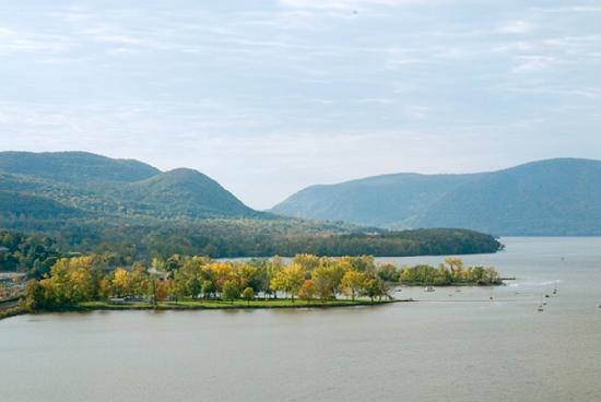 Newburgh, Nowy Jork: Hudson River Valley seen from the bridge