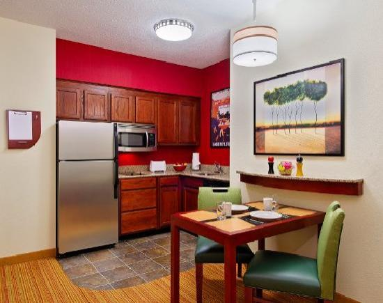 Residence Inn Chattanooga Downtown: Suite Kitchen