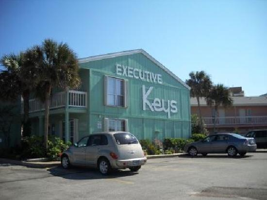 Executive Keys Condominiums on the Beach: Main entrance