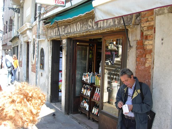Cantine del Vino Già Schiavi : Gia Schiavi's is the bomb -- if you can find it